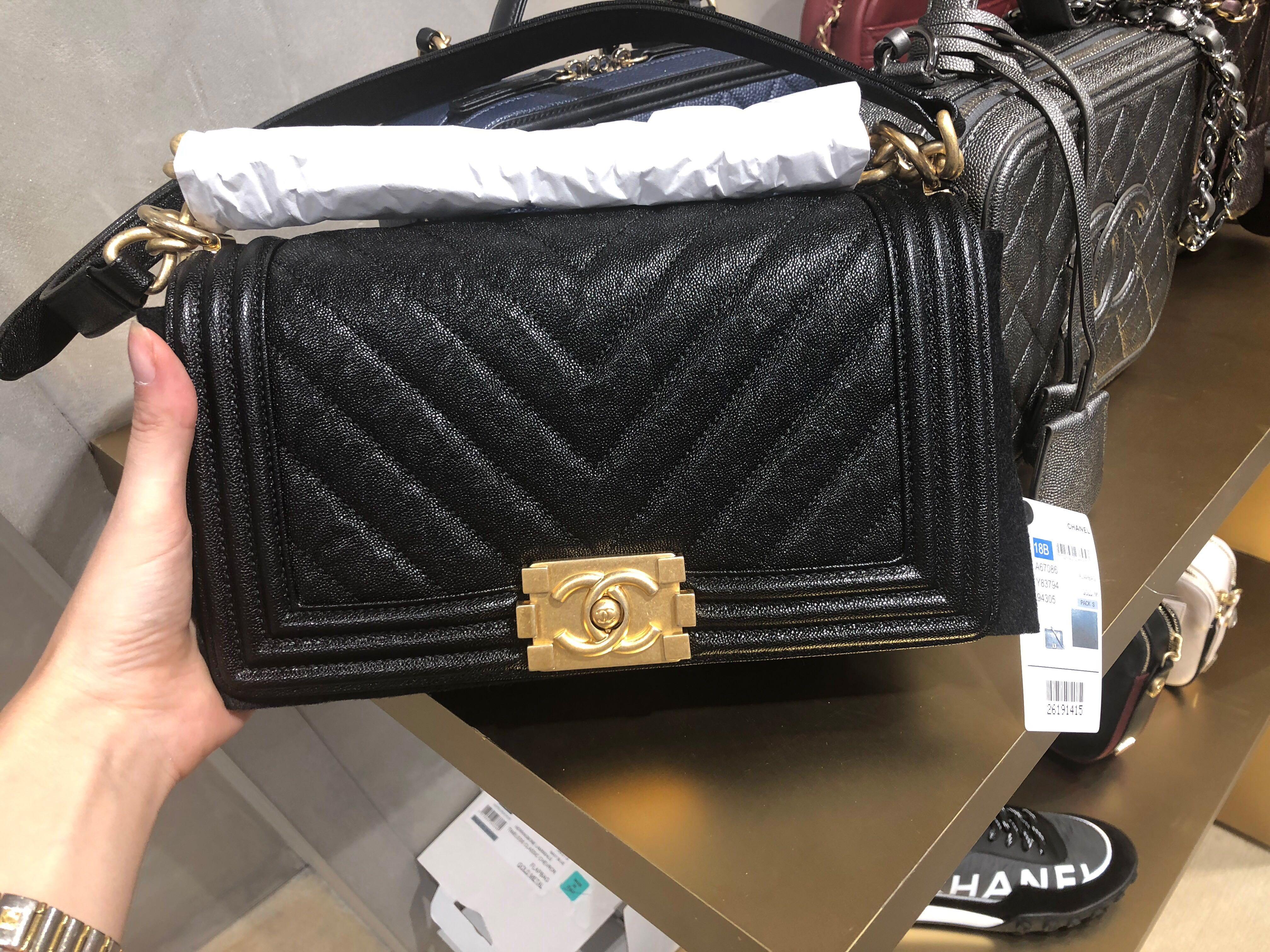 7f426a5b8fce82 Chanel boy chevron caviar, Luxury, Bags & Wallets, Handbags on Carousell