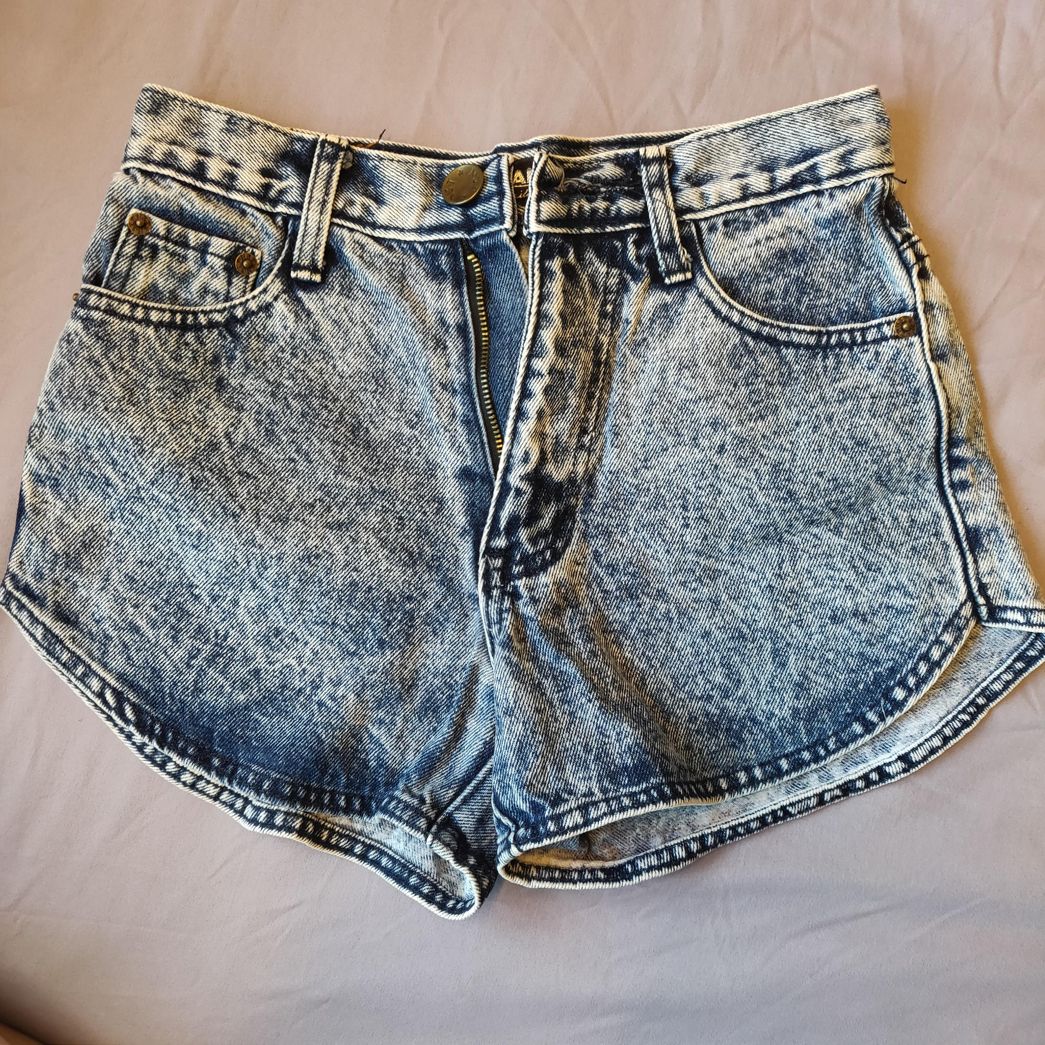 Highwaist Curved Acid wash Shorts, Women's Fashion, Clothes