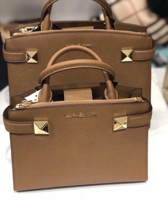 efaf4c3d3d1 Michael Kors Handbag, Luxury, Bags & Wallets, Handbags on Carousell