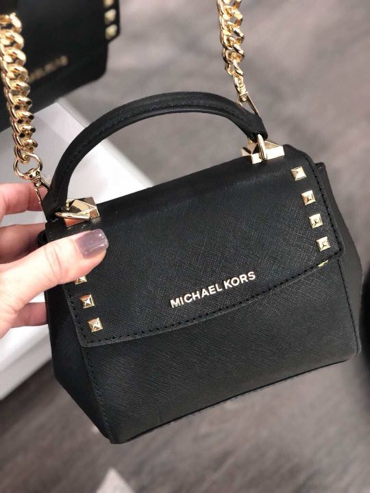 6c9628373bfe Michael Kors Sling bag, Luxury, Bags & Wallets, Sling Bags on Carousell