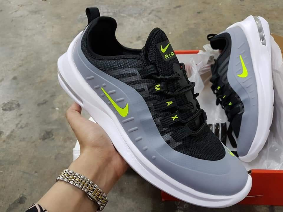 huge discount 28d3c 549cf Shoes for men, Men s Fashion, Footwear, Sneakers on Carousell