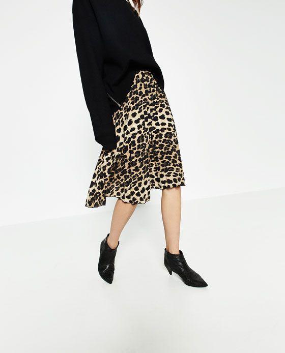e5195f3dbe Zara Leopard Print Pleated Skirt, Women's Fashion, Clothes, Dresses on  Carousell