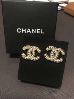 Chanel Pearl Earrings 珍珠耳環
