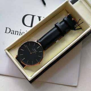 [Weekend sale] Daniel Wellington 40mm Classic Black Sheffield
