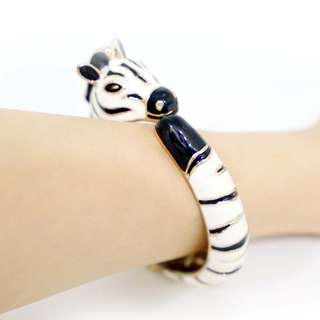 🚚 斑馬立體手環 Kenneth Jay Lane相似款 好萊塢巨星名媛 時尚斑馬琺瑯手環