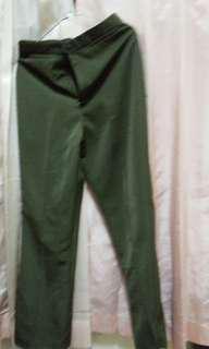 Celana kerja warna hijau