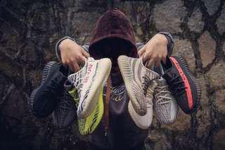 Yeezy Boost 350 v2 Ghost Pair !