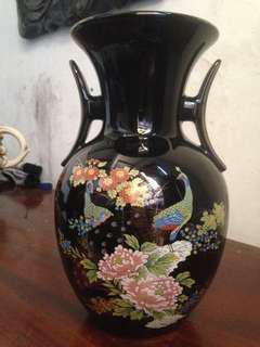 Guci keramik Jepang