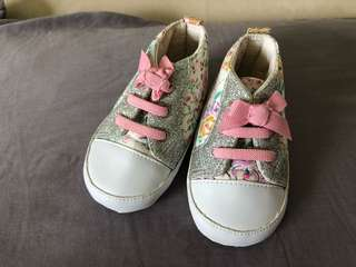 Baby pre walked shoes