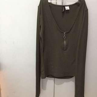 H&m green long sleeve top