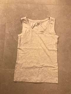 Uniqlo grey vest