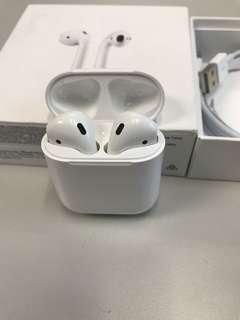 99%New Apple AirPods Bluetooth Wireless Earphones, Warranty date 5-7-2019