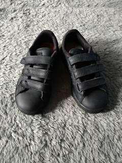 Sepatu lonsdale