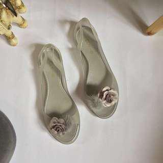 CLN Silver Gray / Grey Flat Jelly Sandals Size 9 (BRAND NEW)