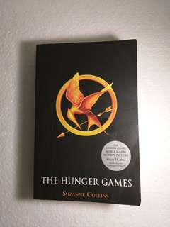 'The Hunger Games' by Suzzane Collins / novel inggris