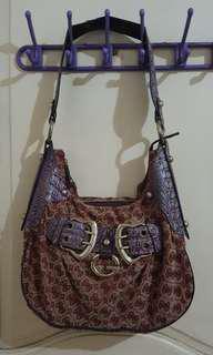 Guess shoulder bag ( Authentic)