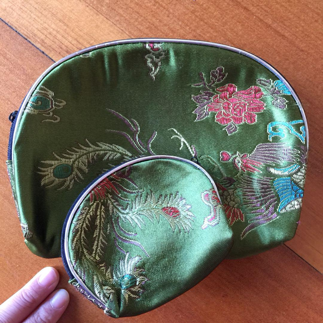 Embroidered pouch set