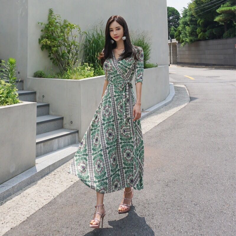 d2967273b1 Floral V Neck Mid Sleeve Midi Skater Dress