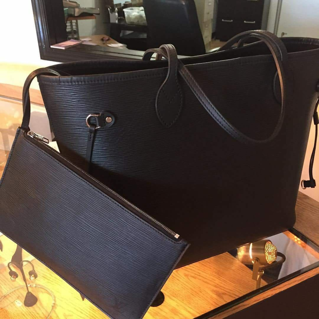 a5323eec9 LV Neverfull MM Epi Leather, Luxury, Bags & Wallets, Handbags on Carousell