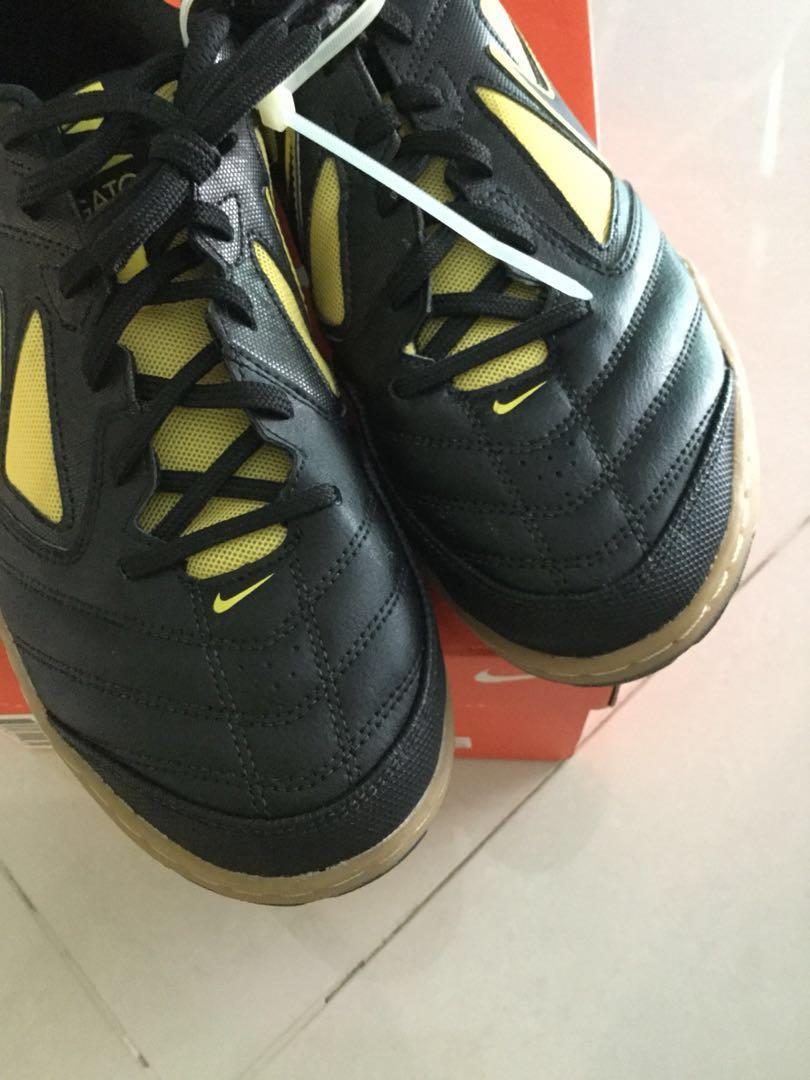 new concept b3763 4117e Nike5 Gato blackyellowgold, Mens Fashion, Footwear, Sneakers on Carousell