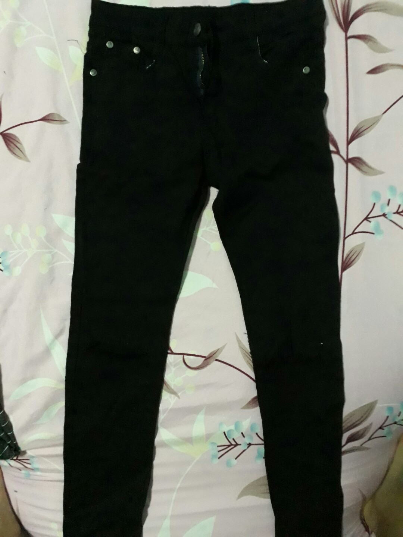 7d72a6c87f60b Stripped Crop Top   Black ripped jeans