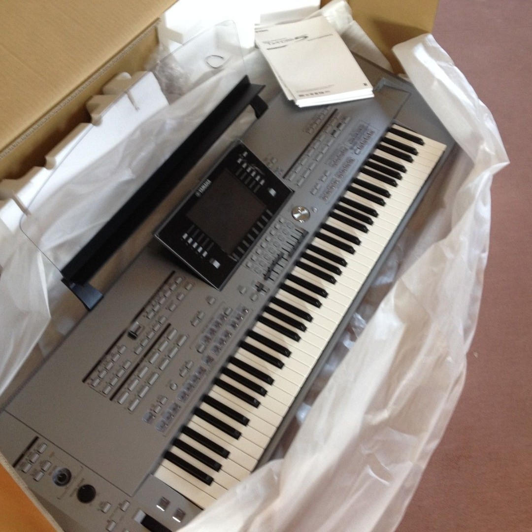 Yamaha Tyros 5 61 Key Arranger Workstation keyboard Free Bag & Expansion  Pack