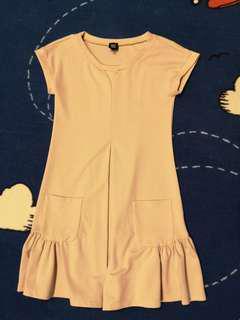 GG<5 pink dress