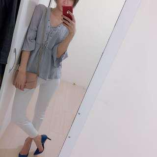 🚚 灰藍色荷葉袖上衣😍