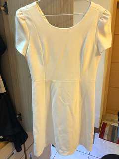 🚚 Zara 白色V字洋裝