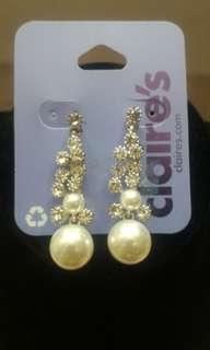 Pearl with diamonds earring