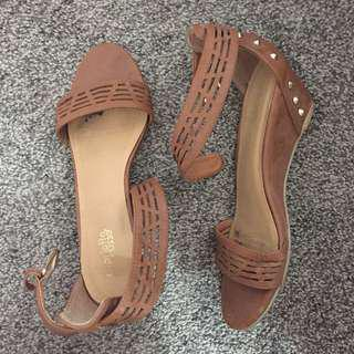 Brown Sandals (SIZE 7)