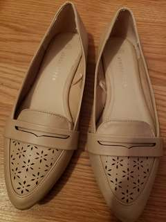 Nude flat shoes size 7