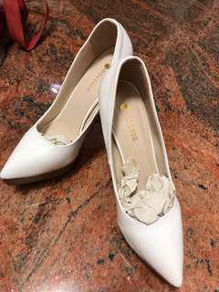 🚚 白色高跟鞋