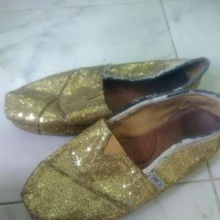 Giveaway Toms Size 6