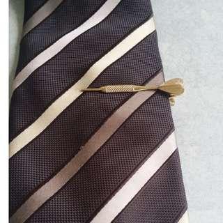 1960s Vintage Classic Novelty Dart Mens Tie Clip