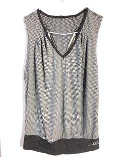 🚚 台灣百貨公司品牌touch aero 運動上衣( free size ) S-M 可穿 。超舒服好排汗。近全新。保存良好