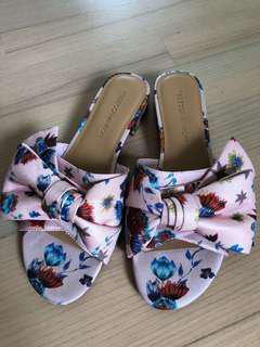 花花低跟涼鞋