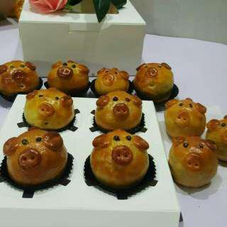 Cute Piglet Mooncake