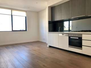 Waterloo brand new 1 bed + study