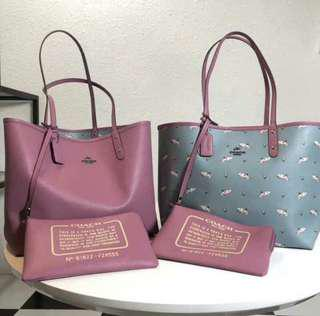 COACH SHARK RIVERSIBLE TOTE WITH SMALL POUCH (F29555)
