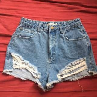 High waisted denim shorts 高腰牛仔短褲