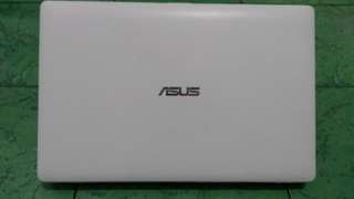 Asus X200CA - White