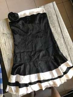 🚚 宴會黑色小洋裝 黑色平口小禮服 露肩露背晚宴服 (贈黑玫瑰胸飾)