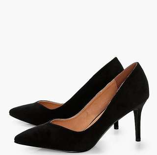 Isabella Pointed Toe V Cut Low Heels (BOOHOO)
