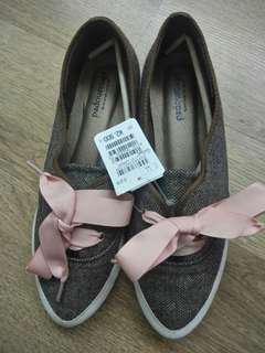 日本蝴蝶鞋(size: 38 -38.5)