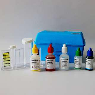 Test Kit PH, TOTAL CHLORIN / BROMIN, Acid Demand, Alkali Demand, dan Total ALKALINITY (5 In 1) merk Pentair