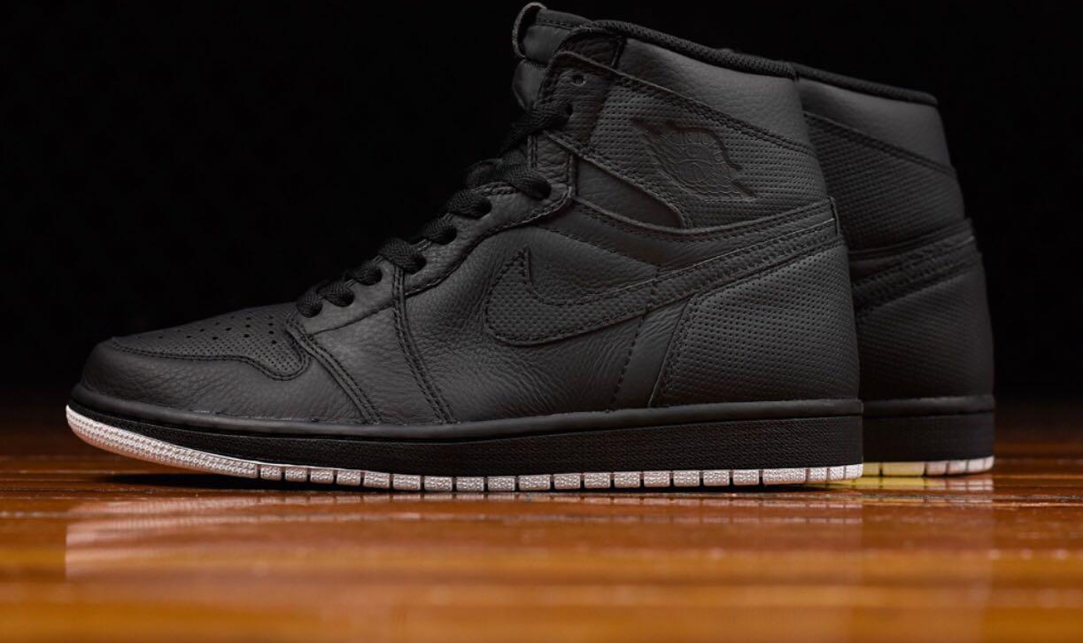 Air Jordan 1 perforated black, Men's