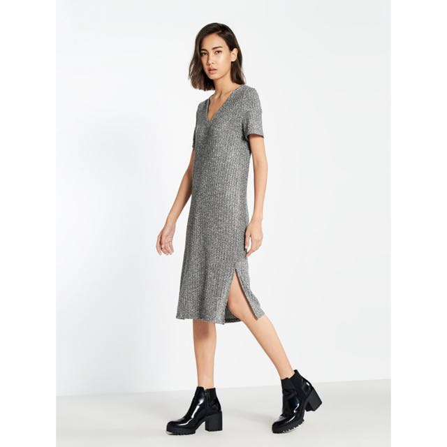 2409c0f932 POMELO Tess Ribbed V Neck Tee Dress (BNWT, S), Women's Fashion, Clothes,  Dresses & Skirts on Carousell