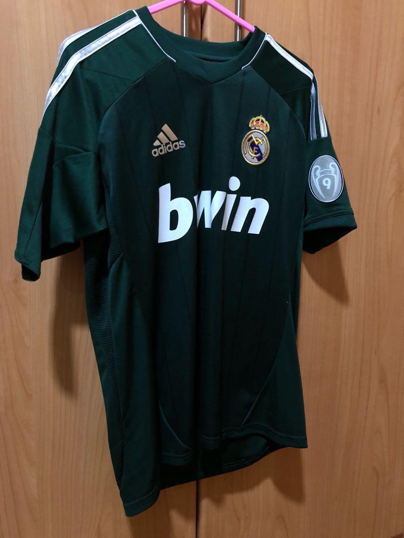 buy popular dc40f b0d9e Real Madrid Away Kit 2012/13 (Boys L), Men's Fashion ...