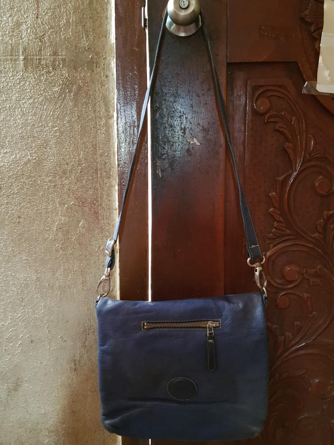 Roots leather sling bag
